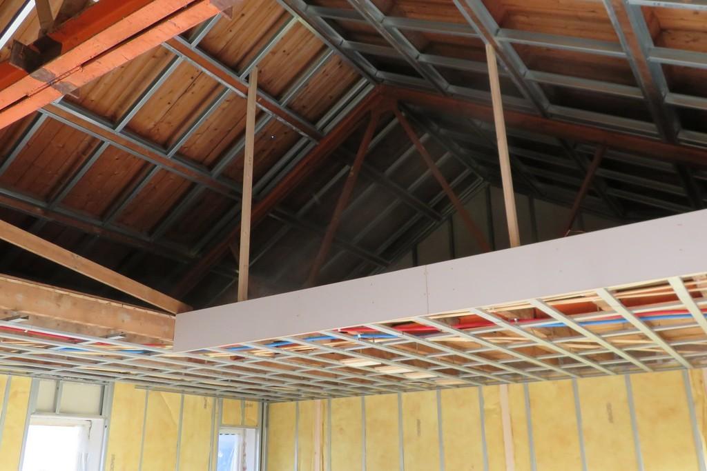 vide naar zolderetage met voorzieningen voor plafondafwerking