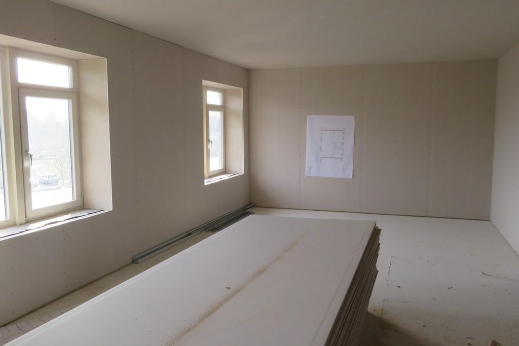 deze woonkamer is ver gereed voor afwerking