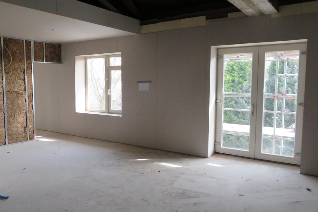 en ook in deze kamer kan binnenkort de schilder aan de slag